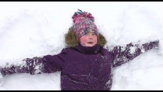 Первый день весны Киев замело снегом! 1 марта дети играют в снежки и катаются на санках с горки