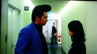 大島優子と北村一輝の会話中に 一瞬スペックの瀬文らしき人が 通りかか...
