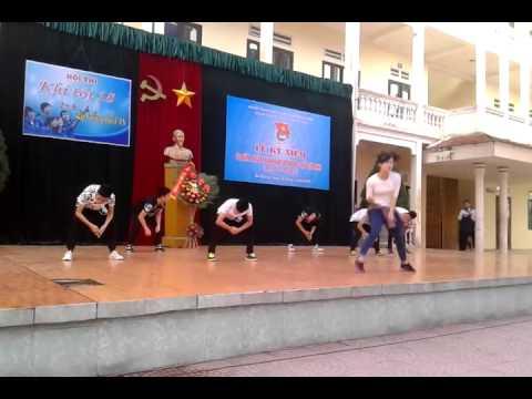 Nhảy hiện đại : khối 11+12 trường THPT Nguyễn Trãi