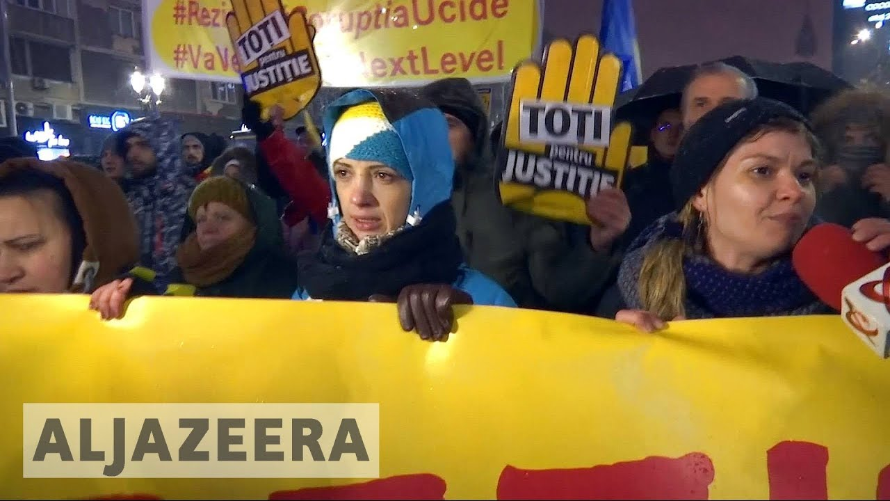 Romania 🇷🇴 : Tens of thousands protest against corruption