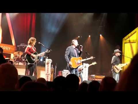 Blake Shelton - Boys 'Round Here - Opry Nashville Live