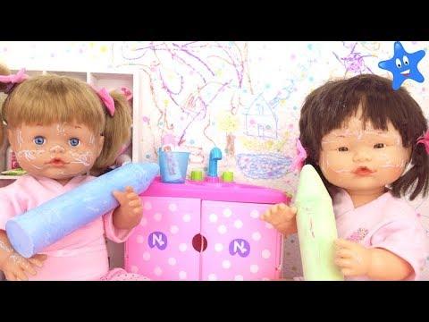 Muñecas bebes Ani y Ona Nenuco TRAVESURAS EN EL BAÑO con sus primitas
