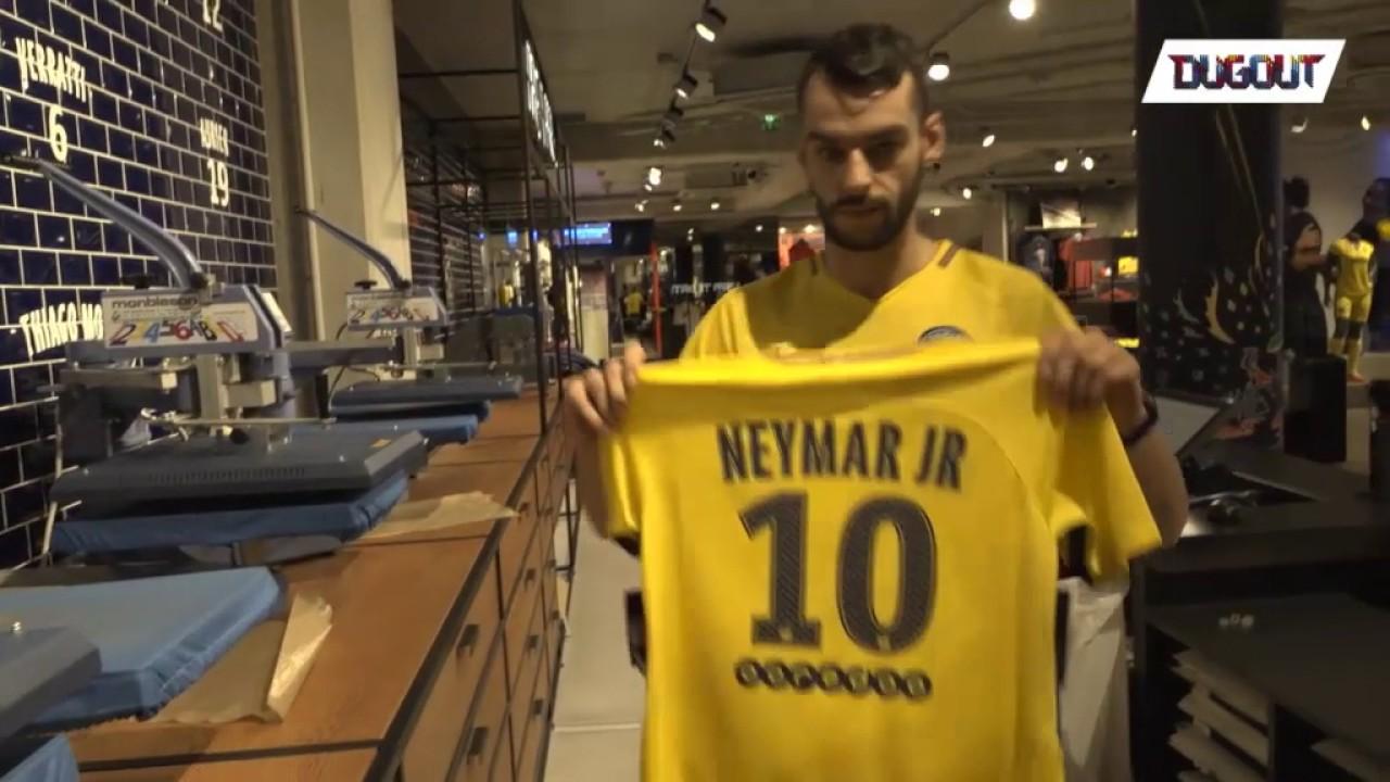 the latest da7a6 b3aa9 Paris Saint-Germain unveil Neymar Jr.'s No 10 jersey