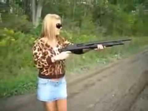 Жесткий фэйл во время стрельбы девушки из пистолета