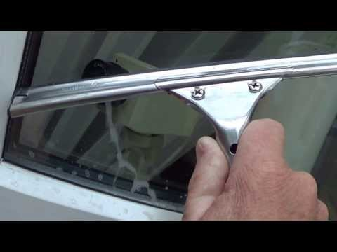 How To Use a Squeegee - Window cleaning tips