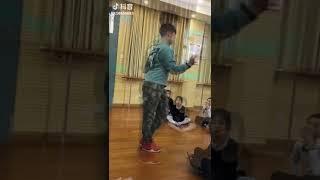 Publication Date: 2018-07-31 | Video Title: 小学的拉丁舞课,哇塞