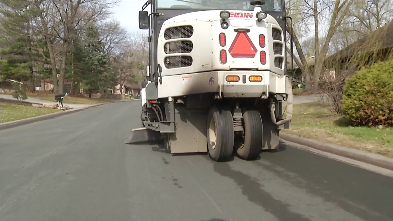 How does a street sweeper work? - November 2016 - YouTube