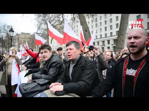 Polish immigrants protest against David Cameron