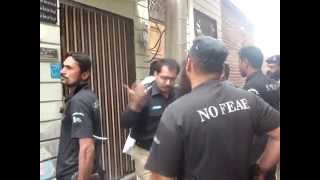 Repeat youtube video Funny Police Raid in Pakistan