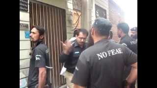 Funny Police Raid in Pakistan thumbnail