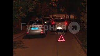 Автолюбитель на «Ниссане» толкнул горожанку с младенцем в хабаровском дворе. MestoproTV
