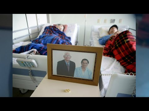 Casal de mais de 80 anos emociona hospital e fica internado junto   SBT Brasil (21/04/18)