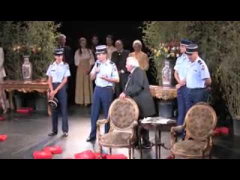 Michel Galabru et les vrais gendarmes de SaintTropez