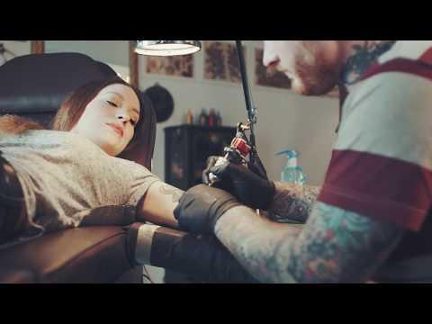 Pripojiť tetovanie zbraň