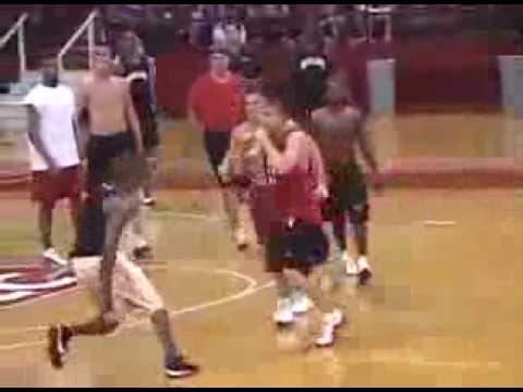 OMG Basketball Fight! - Black Guy Vs White Guy