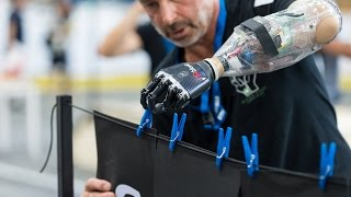 ロボットを装着した「障害者専用オリンピック」が未来的すぎる!