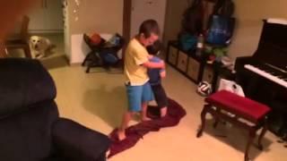 Урок музыки для маленьких мальчиков
