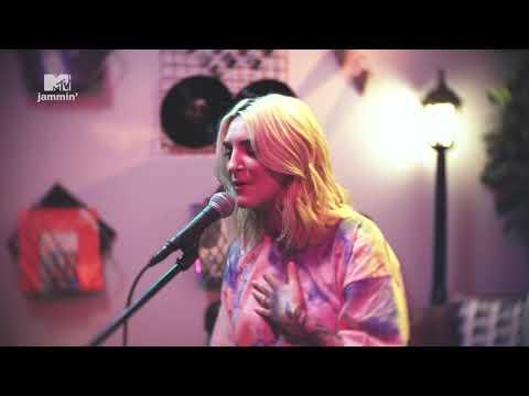 Julia Michaels' acoustic live performance of