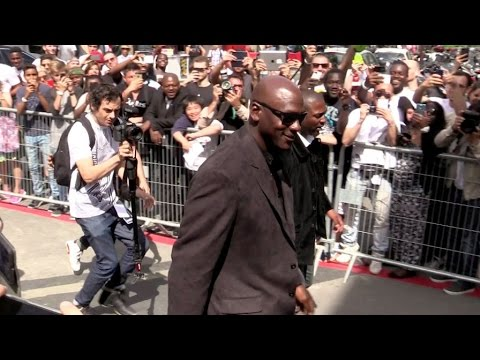 Michael Jordan going to the Palais de Tokyo in Paris