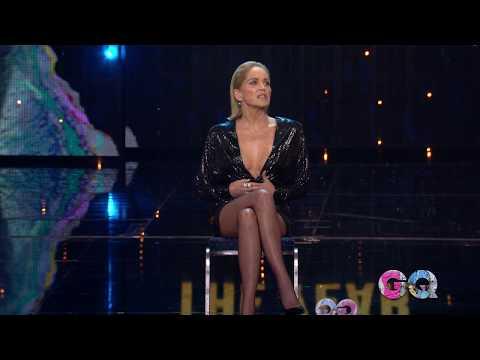 Sharon Stone recrea su famoso 'cruce de piernas' casi tres décadas después