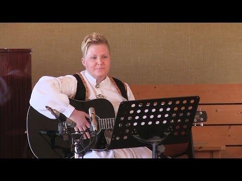 """Eirunn fremfører """"Ei Farmor i Livet"""", inspirert av Odd Nordstoga"""