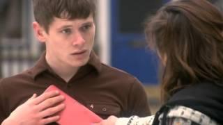 Skins UK: saison 4, épisode 8 - Le choc!