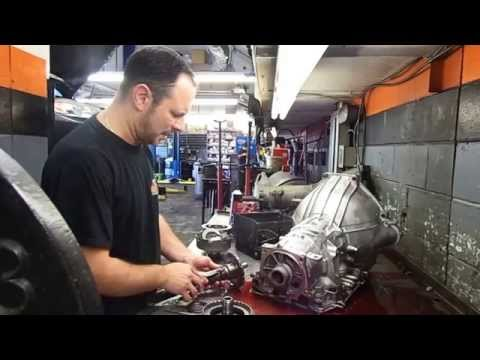 Фото к видео: Tear Down FORD 4R70W Automatic transmission Disassembley