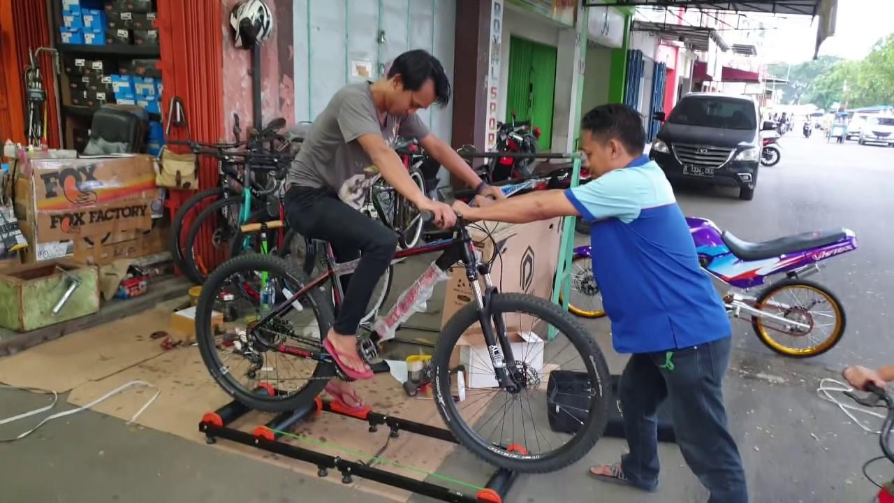 Roller Trainer ION Alat Ber Sepeda di Rumah saja wkwkwk