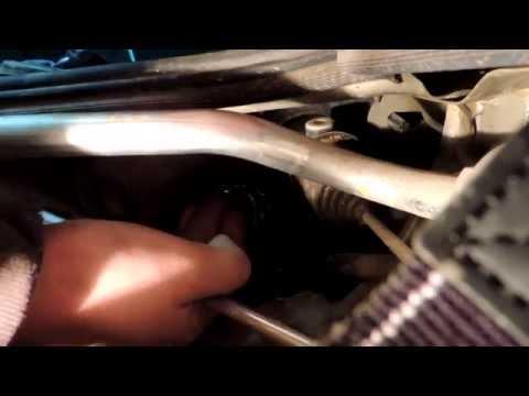 Renault Logan Замена передних лампочек (лампа головного света)