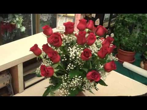 24 Red Roses Arranged In Glass Vase Youtube