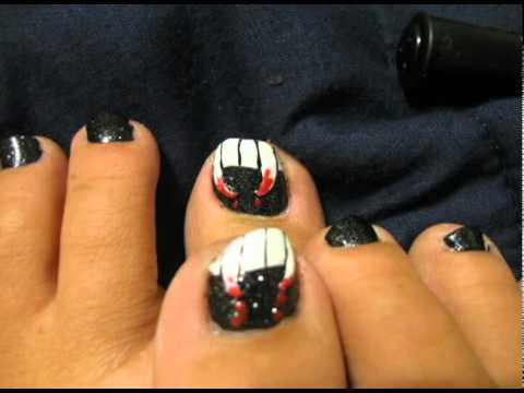 easy vampire fang toe nail design-halloween