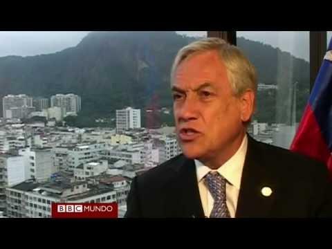Entrevista a Sebastian Piñera interrumpida por asesores del Jefe de Estado Constanza Cea ...