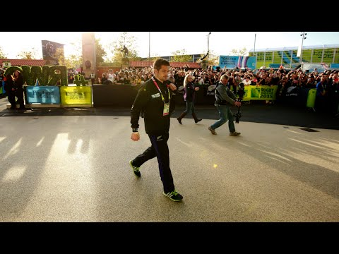 Fans go wild for Richie McCaw and All blacks