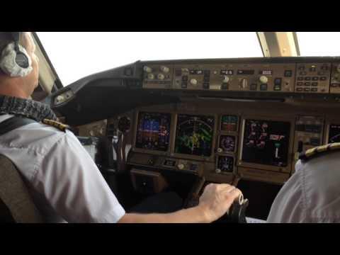 Посадка самолета Вид из кабины пилота) - в HD качестве (720)