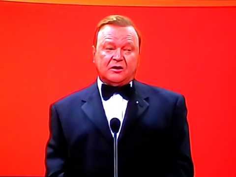Bert Newton tells the best/worst joke about Tasmanians at The Logies