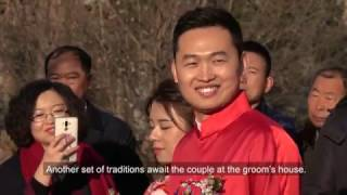 How do Chinese people celebrate when a couple gets married?