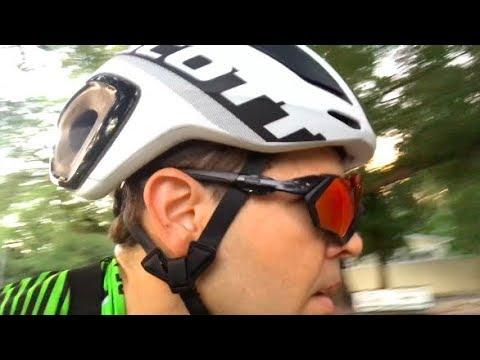 Review  Capacete do Nino e Yates e Oakley Flight Jacket - YouTube ebe5661b9d