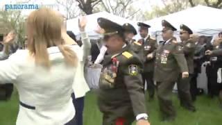 ZORI BALAYAN ŞUŞADA YEYIB IÇIR, ŞƏNLƏNIR -- VIDEO     Yaxa org