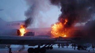 Крушение Ан-24 в Донецке: Самолет развалился на куски(14.02.2013 В Донецке минувшим вечером совершил аварийную посадку Ан-24. После приземления самолет буквально..., 2013-02-14T07:35:04.000Z)