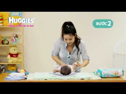 Huggies - Hoc cách thay tã để chăm sóc da cho bé