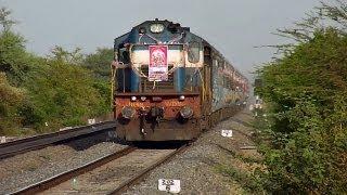 Honking Erode WDM-3D chuggs past Manjri hauling Solapur-Pune Intercity!