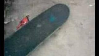 este es un video del hondu invensible jeje bailando en el sk8 park!...