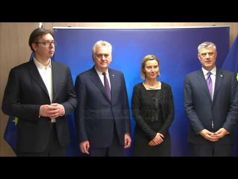 Serbia lëshon pe, pranon shembjen e murit në Mitrovicë - Top Channel Albania - News - Lajme