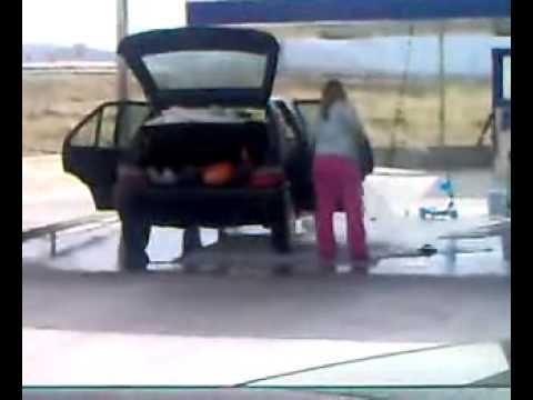 une blonde lave sa voiture au karcher youtube. Black Bedroom Furniture Sets. Home Design Ideas