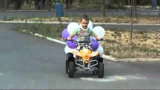 видео Подарок мальчику на день рождения на 2 года, радость для ребенка