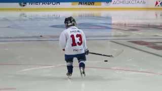 Вацлав Недорост дает сыну урок хоккея