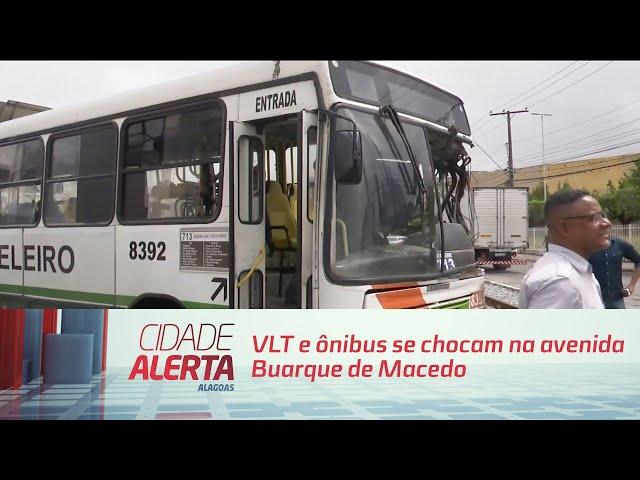 VLT e ônibus se chocam na avenida Buarque de Macedo, no centro de Maceió