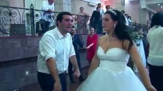 ნუცა ოსურს ცეკვავს  Невеста танцует Осетинский танец