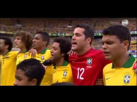 Hymne Brésilien repris par le public, impressionant