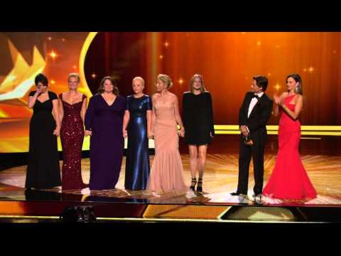 Melissa McCarthy wins an Emmy at the 2011 Primetime Emmy Awards
